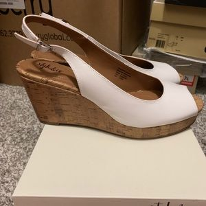 Style and Co White Wedges